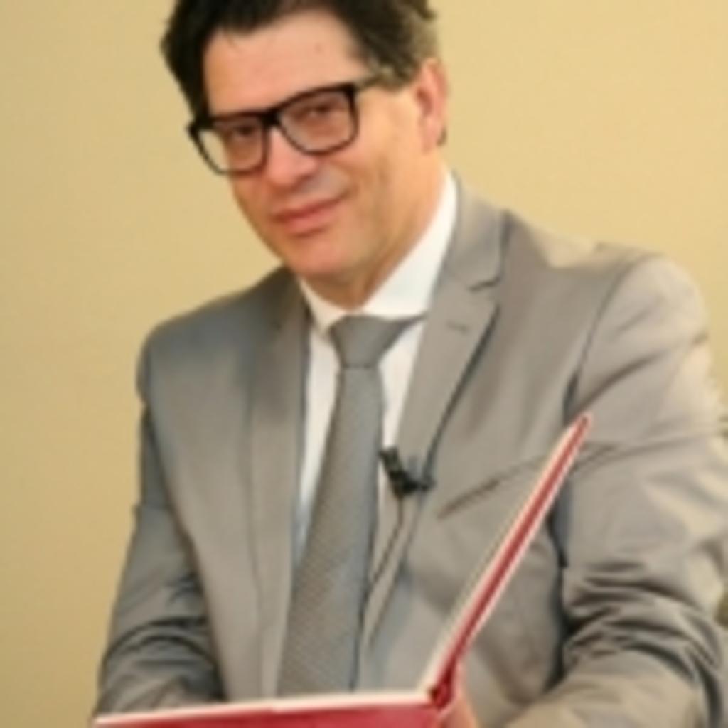"""VšĮ """"Mados akademija"""" dėstytojas, mados ekspertas dr. Eugenijus Skerstonas"""
