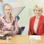 """Tiesioginių transliacijų organizatorė Gabija Pankauskienė ir """"Swedbank"""" finansų instituto Lietuvoje vadovė Odeta Bložienė"""