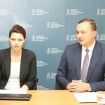 NMA Komunikacijos skyriaus vyr. specialistė Armina Glemžaitė su Nacionalinės mokėjimo agentūros direktoriumi Eriku Bėrontu