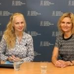 Transliacijos vedėja Gabija Pankauskienė su Lietuvos pašto Finansinių paslaugų departamento vadove Neringa Knyviene