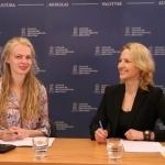 """Strateginių projektų plėtros skyriaus projektų vadovė Gabija Daukšaitė ir Skaitymo ir kultūrinio raštingumo asociacijos pirmininkė, projekto """"Augu skaitydamas"""" koordinatorė Rūta Elijošaitytė"""