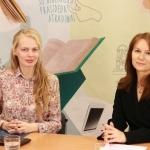 Tiesioginių transliacijų organizatorė Gabija Pankauskienė su Lietuvos Respublikos ryšių reguliavimo tarnybos atstove ryšiams su visuomene Rasa Karaliene