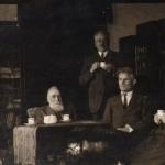 Mykolas Sleževičius, Jonas Basanavičius, Tomas Naruševičius, Kazys Grinius ir Felicija Bortkevičienė (apie 1925 m.). (F68-498).