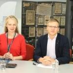 Tiesioginių transliacijų organizatorė Gabija Pankauskienė su Rytų Europos studijų centro analitiku Vytautu Keršansku