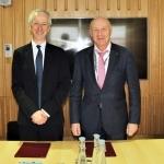 Britų bibliotekos vadovas ir CENL pirmininkas Roly Keatingas ir Nacionalinės bibliotekos direktorius prof. dr. R. Gudauskas