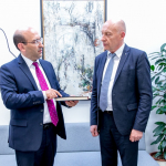 Armėnijos Respublikos ambasadorius Tigranas Mkrtchyanas ir Nacionalinės bibliotekos generalinis direktorius prof. dr. Renaldas Gudauskas