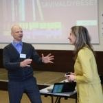"""Moderatorius Rytis Juozapavičius ir projekto """"Papasakok apie save – būk svarbus"""" vadovė Giedrė Čistovienė pristatė projekto metu jau įgyvendintas veiklas"""
