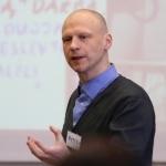 Seminaro-dirbtuvių moderatorius Rytis Juozapavičius supažindino dalyvius su sėkmės istorijų kūrimo ir pasakojimo specifika