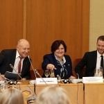 """Iš kairės: Nacionalinės bibliotekos generalinis direktorius Renaldas Gudauskas, Seimo Pirmininkė Loreta Graužinienė, diasporos profesionalų tinklo """"Global Lithuanian Leaders"""" atstovas Mykolas Lepeška"""