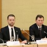 """""""Global Lithuanian Leaders"""" atstovas Mykolas Lepeška, Ukmergės Antano Smetonos gimnazijos direktorius Adolfas Girdžiūna"""