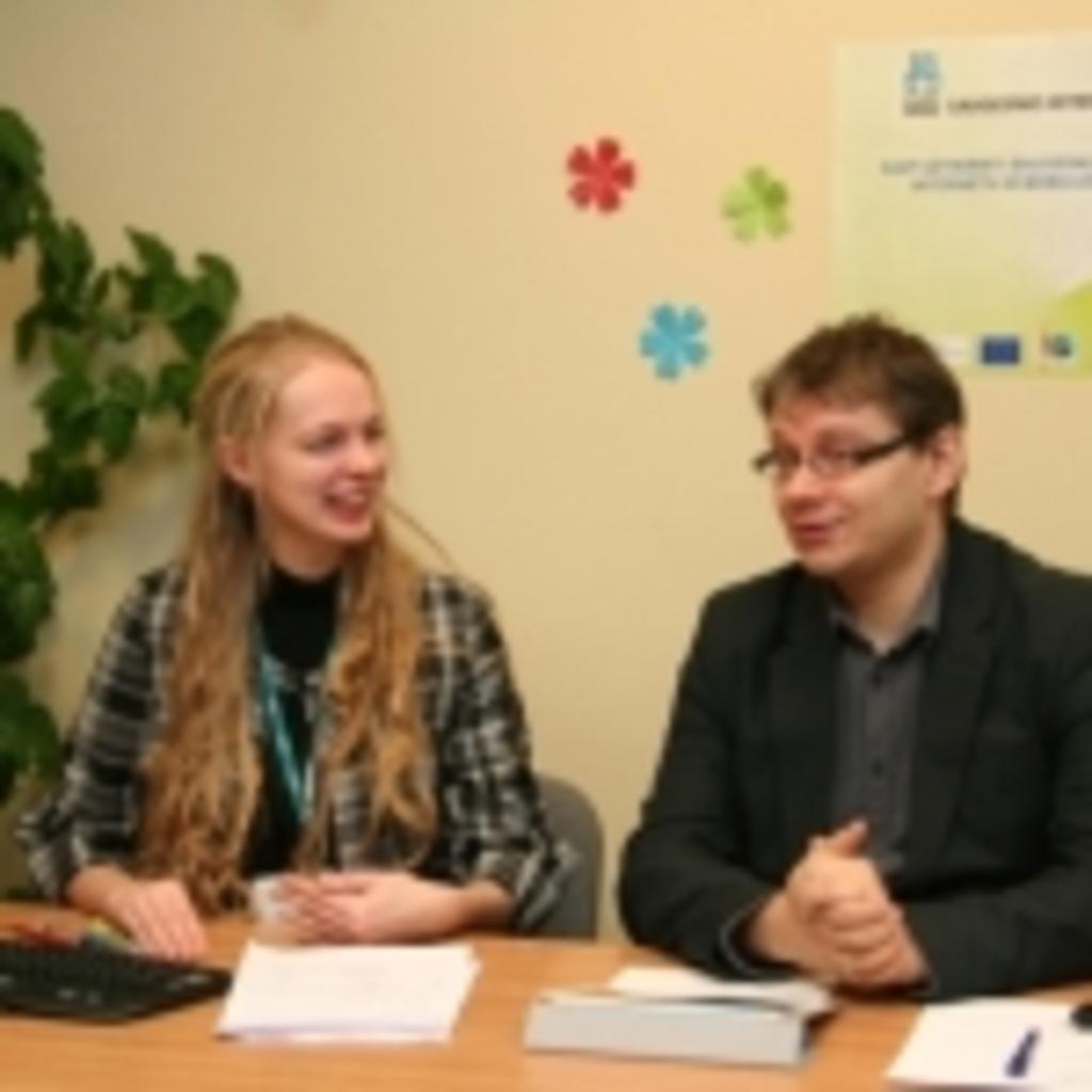 Transliacijos vedėja Gabija Daukšaitė ir psichologas dr. Robertas Povilaitis
