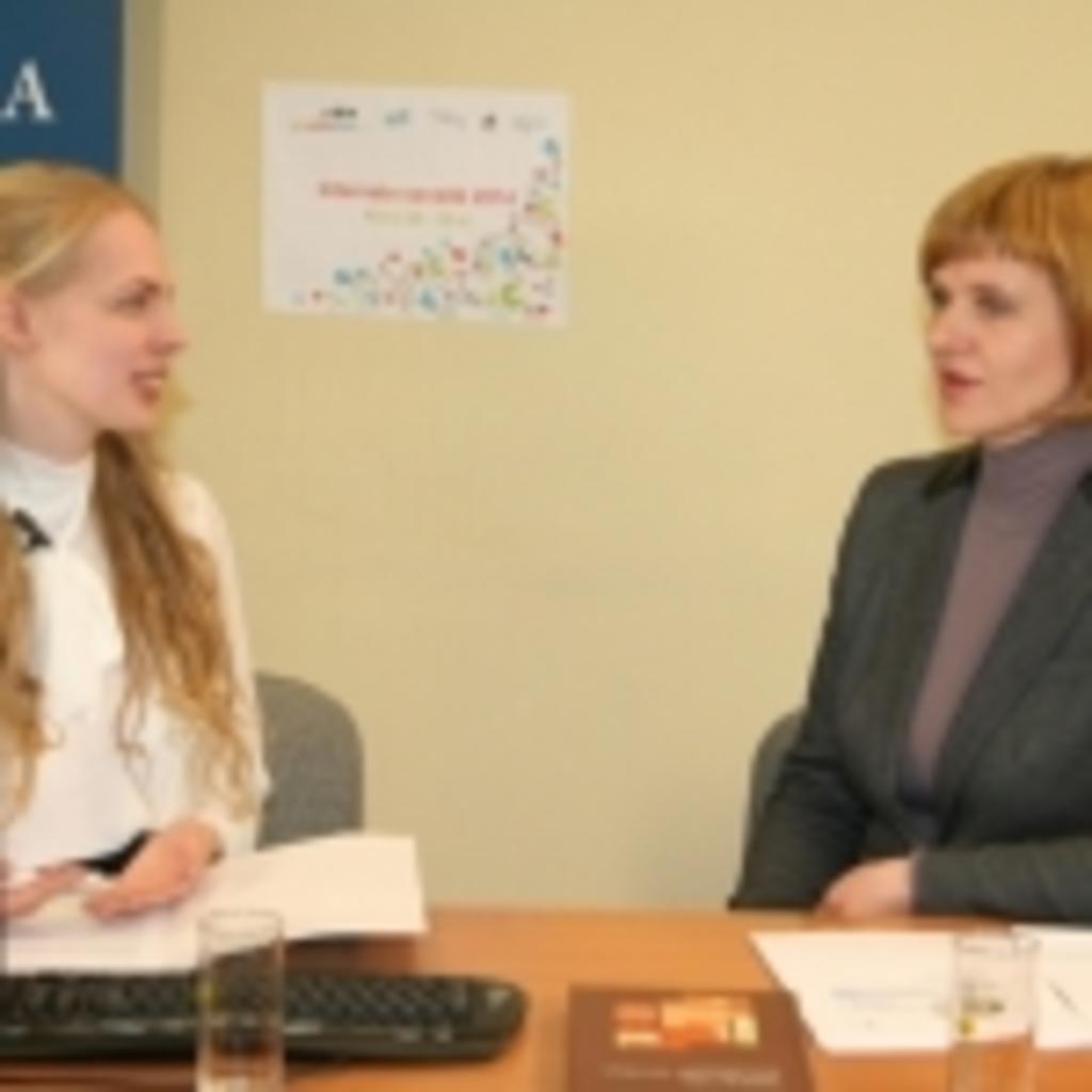 Transliacijos vedėja Gabija Daukšaitė ir Lietuvos banko atstovė Irmina Judickaitė