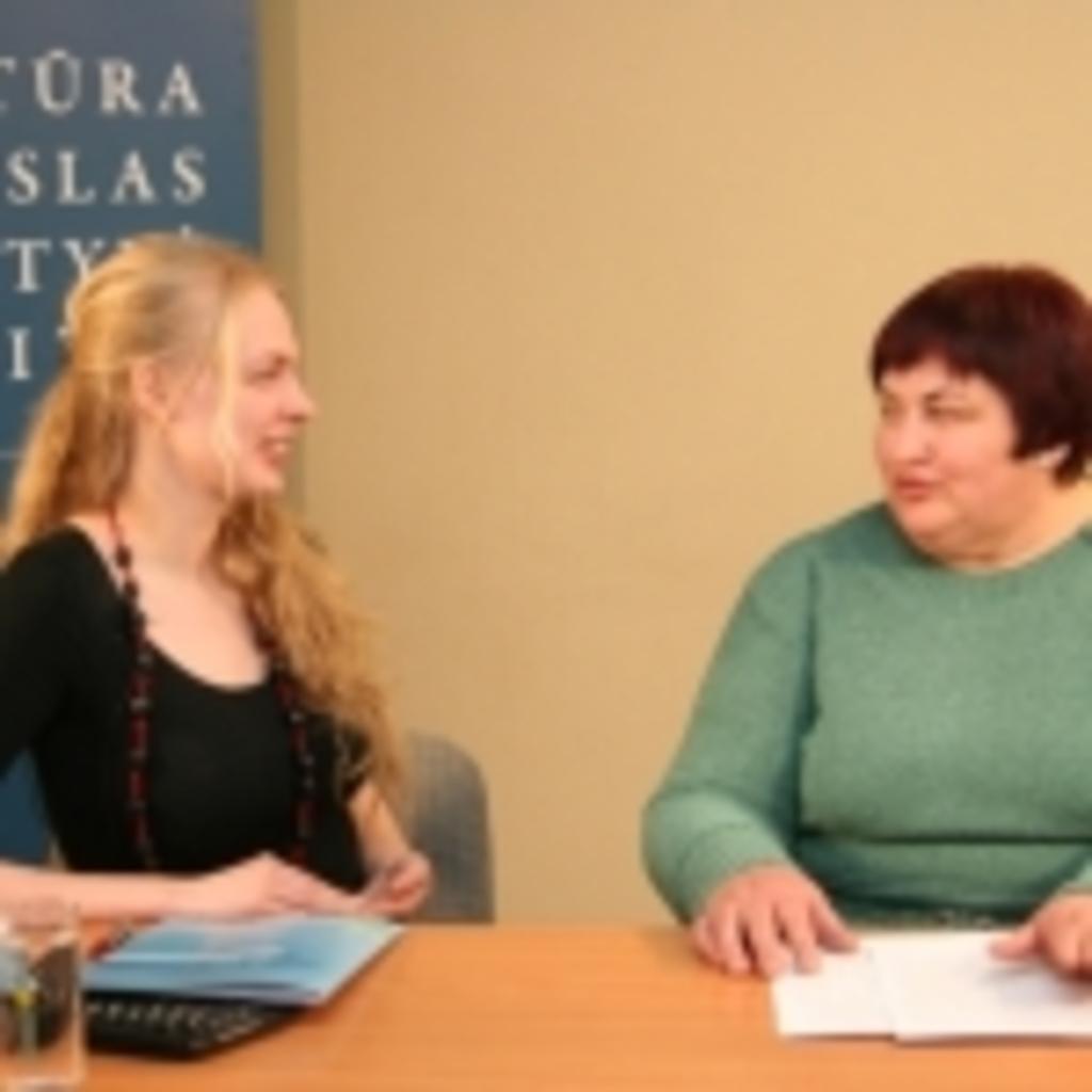Iš kairės: transliacijos vedėja Gabija Daukšaitė bei Sodininkystės ir daržininkystės instituto darbuotoja Nijolė Maročkienė